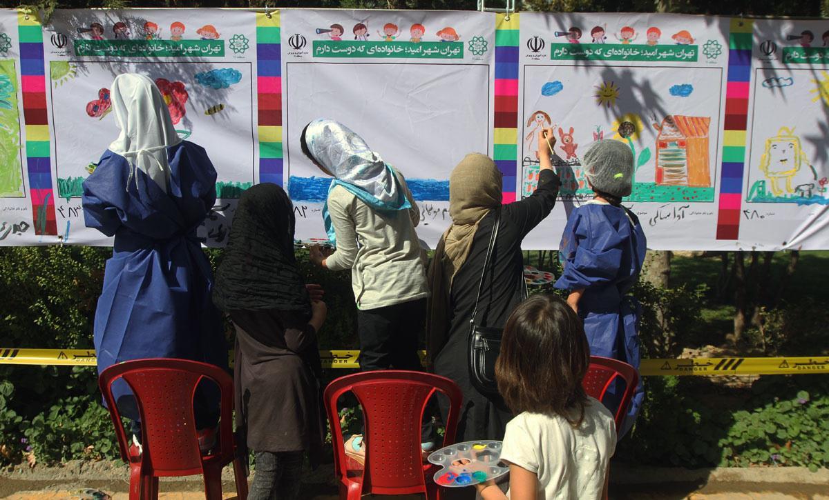 اجرای-نقاشیهای-کودکان-بر-دیوارهای-تهران