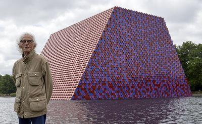 درگذشت-هنرمندی-که-جهان-را-بسته-بندی-کرد